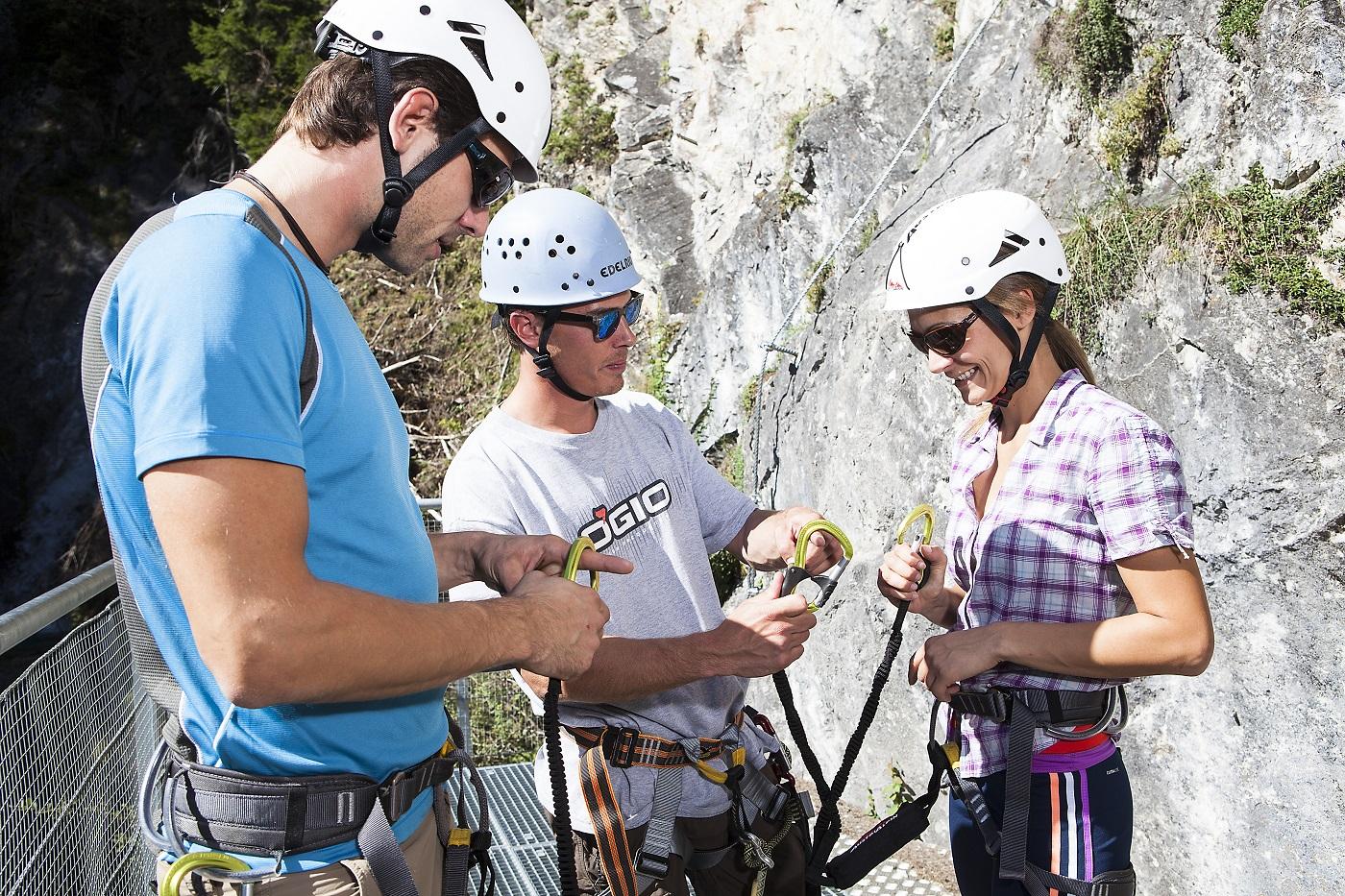 Klettersteig Equipment : Klettersteig in andermatt via ferrata über der teufelschluch